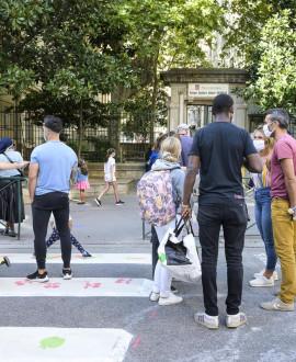 Des rues piétonnes devant les écoles lyonnaises