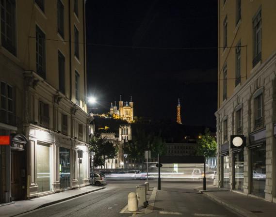 Une rue de lyon déserte la nuit