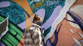 Moins de pub : des artistes ramènent la nature sur les murs