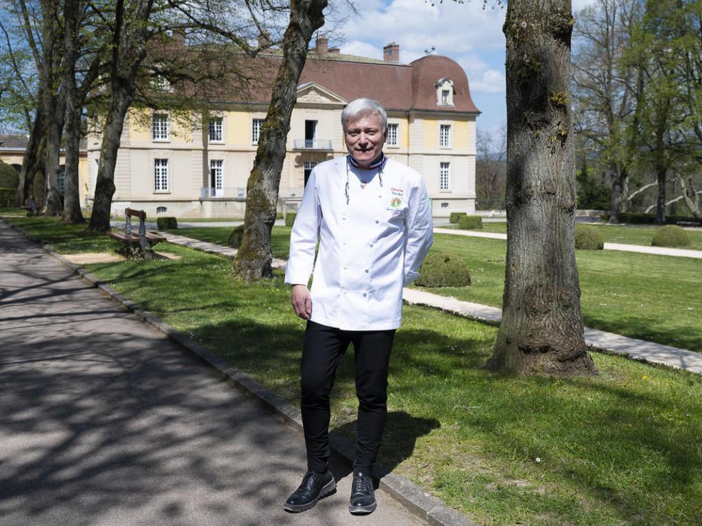Lacroix-Laval : les clés du château entre les mains de Christian Têtedoie