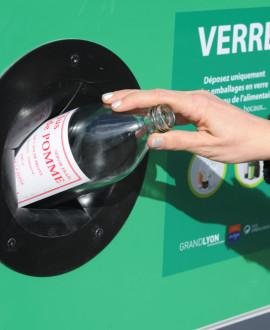 La Métropole de Lyon fait rimer collecte du verre et recherche contre le cancer