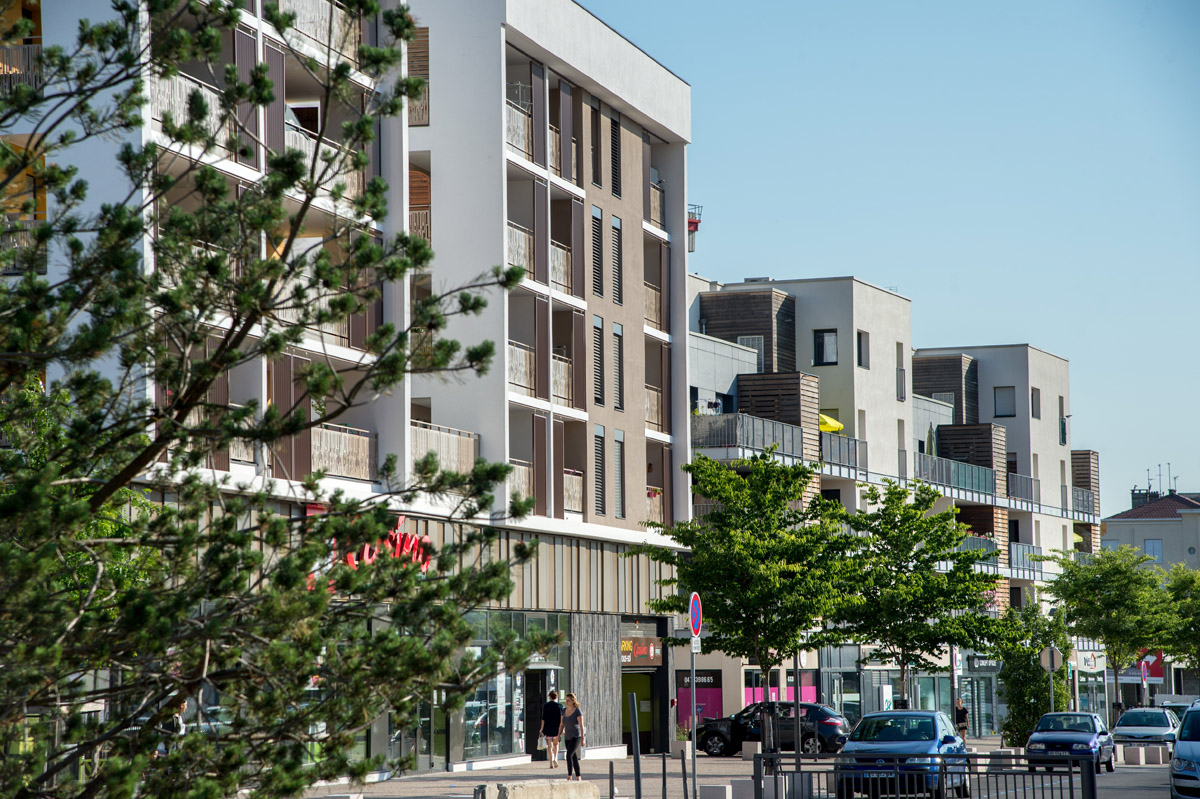 Le visage du quartier de la Castellane à Sathonay-camp se dessine. Jusqu'en 2020, de nouveaux logements, commerces et services de proximité sont livrés dans ce secteur établis sur la partie nord de l'ancien site militaire de la commune. 750 logements seront livrés d'ici 2020.