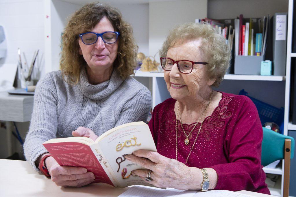activités manuelles pour personnes âgées : la lecture