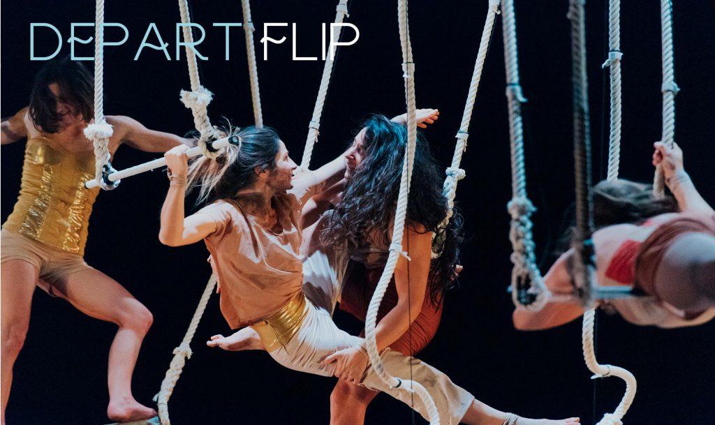 des acrobates sont suspendus à des cordes